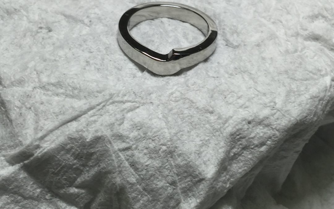 Fitted platinum wedding ring